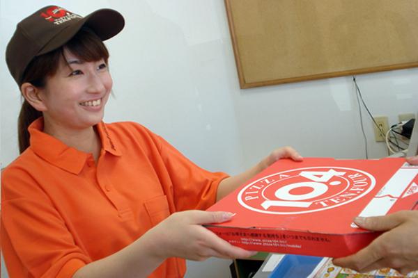 「ピザをお届けした時のお客様の笑顔は、私たちの大きなやりがいです。(店長経験者)」