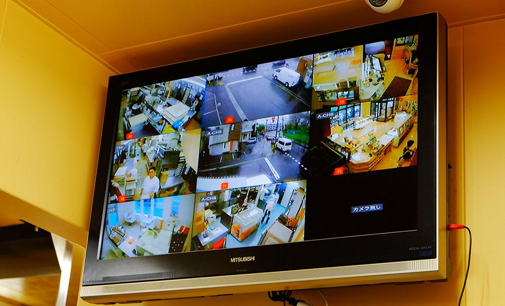 業務改善と顧客満足度向上に役立った、ネットワークカメラのモニター