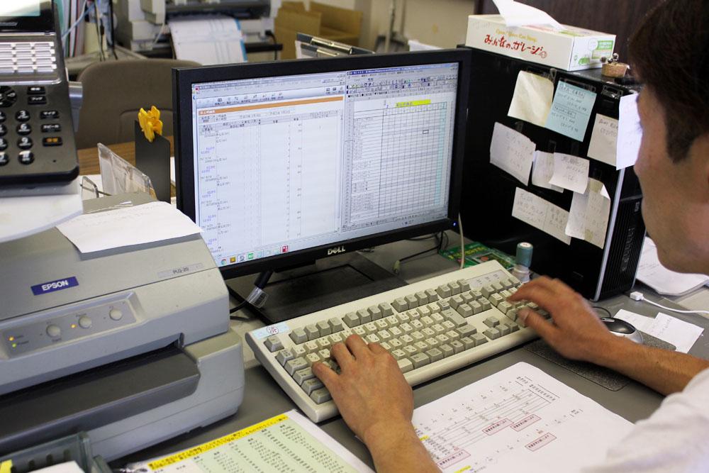 社内業務の例:データを見ながら仕入れ計画をたてる
