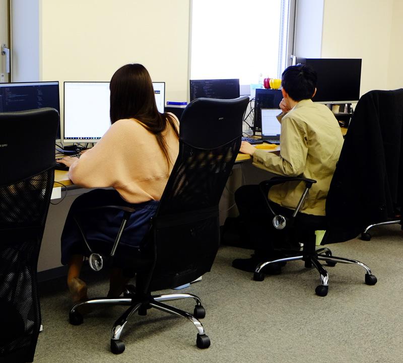 函館本社オフィス。移住者、Uターン者、転職者が活躍する職場です。入社日は相談に応じます。Web面談もOKです。