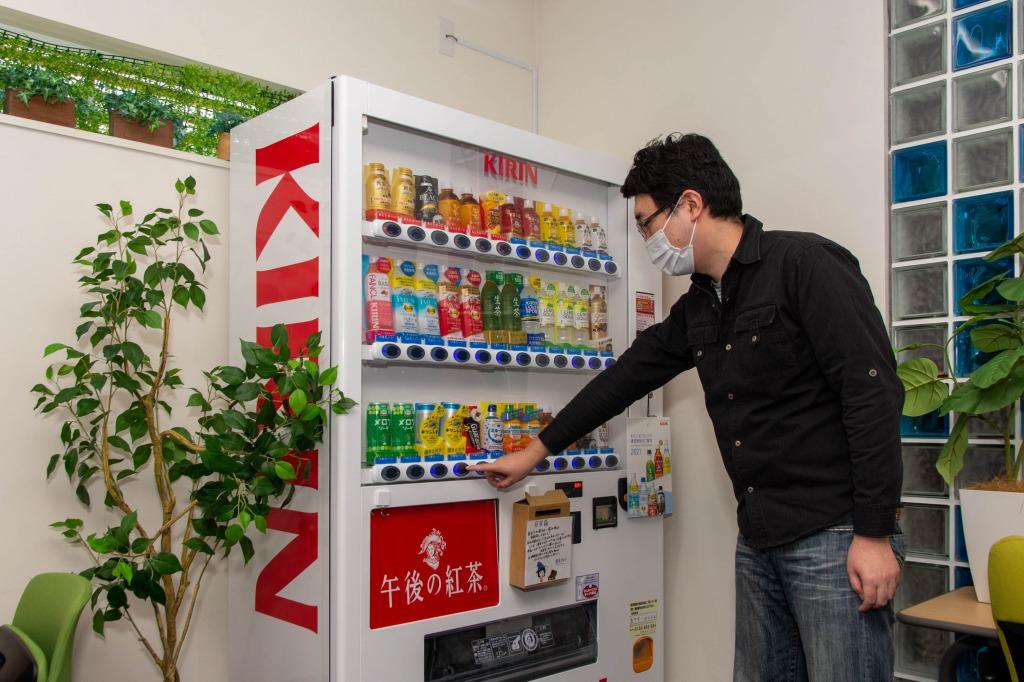 札幌・函館オフィスにある完全無料の自動販売機