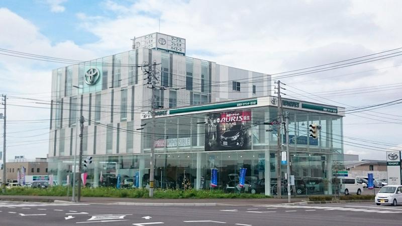 函館新道沿いの本社。函館蔦屋書店のすぐ近くです。