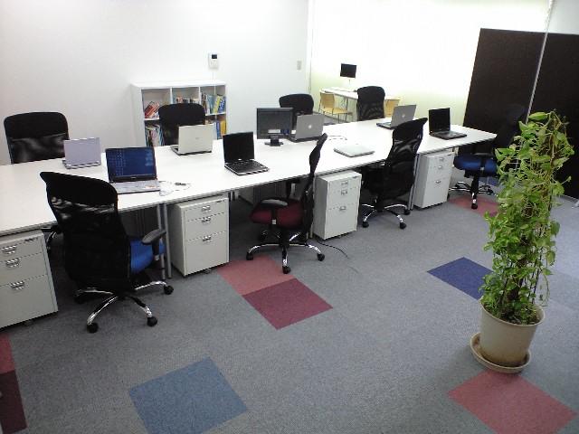 広い空間で快適なオフィスです。