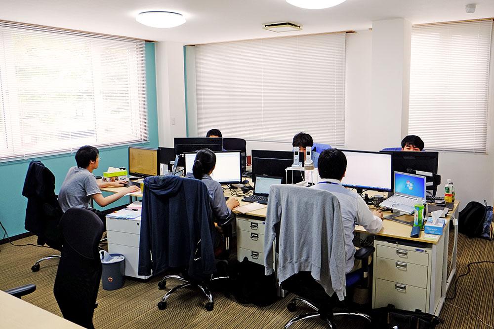 オフィスの一角。オープンな環境ですが、各自が適度に集中して作業できるように配慮しています