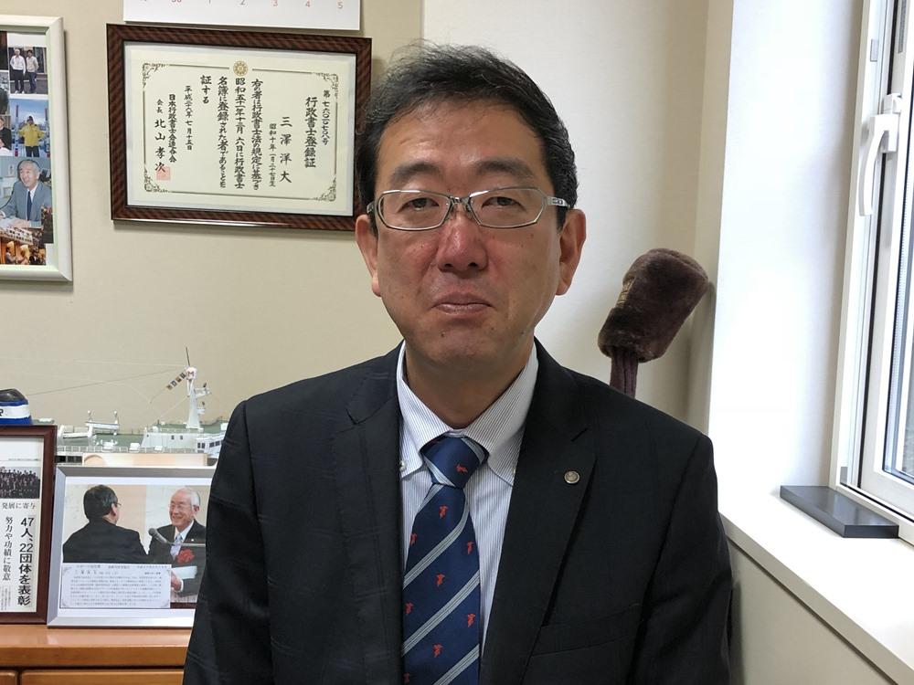 代表税理士の田村維之です。2018年1月に三澤からバトンを受け継ぎ、張り切って仕事に取り組んでいます。