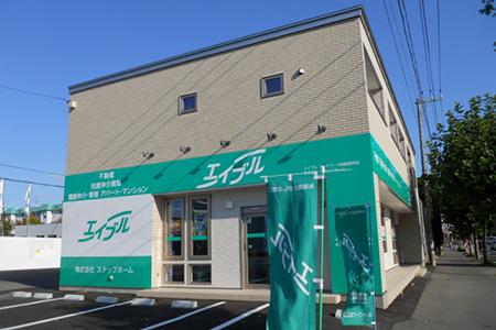 不動産仲介業界の全国最大手「エイブル」のブランドイメージで統一された店舗。