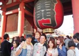 社員旅行の一コマ。この年は東京にて、スカイツリーや浅草を巡りました。