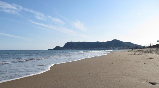 自社ビルが面する大森浜。海の音を聴きながら仕事ができます。