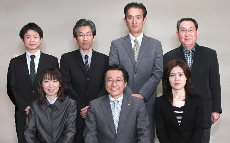 現在、営業5名(社長含む)、オフィス2名の7名体制です