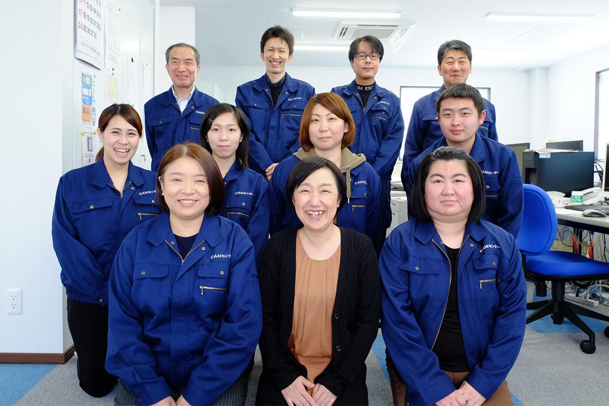 代表取締役 野呂雅代(前列中央)とスタッフ
