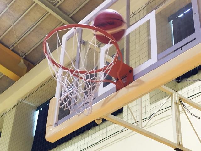 若手職員がバスケットボール愛好会を作り、活動しています